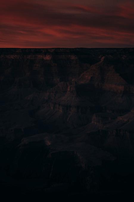 Karanlığa Gizlenmiş İnsanlık